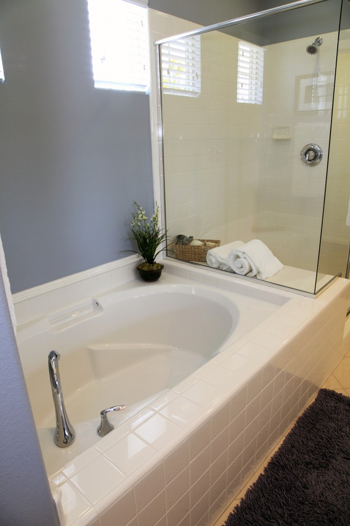 Bathtub liners cost breakdown plus two money saving tips for Acrylic bathtub liners cost