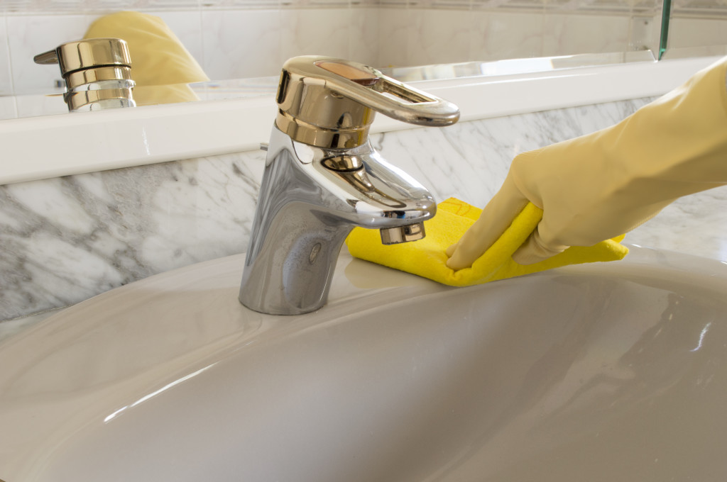 Cleaners for Acrylic Tubs